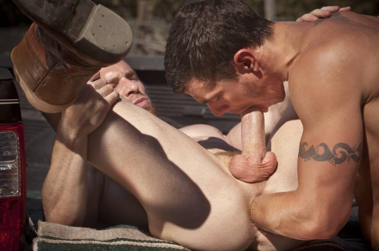 Смотреть бесплатно секс между геями 17 фотография